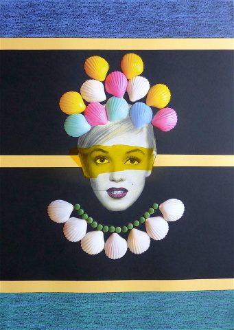 <p><strong>Bottle Blonde | The Hidden Sea</strong></p> <p><em>Bottle Blonde | The Hidden Sea, augustus 2018, collage op papier met mixed media techniek, 41 x 58 cm.</em></p> <p><em>Geïnspireerd op een foto van Marilyn Monroe uit de jaren 1940.</em></p>